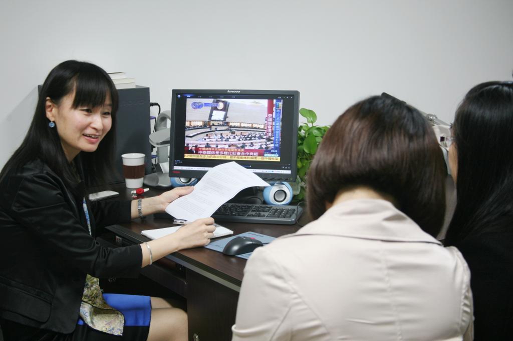 常虹学生指导即将参加口译比赛的老师松本高中图片